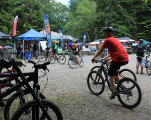 Crowds at mountain bike festival at Duthie Hill