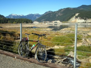 The scene at Keechelus Lake in the fall from John Wayne Pioneer Trail.