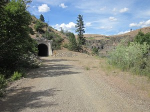 Tunnel opening along Yakima River section